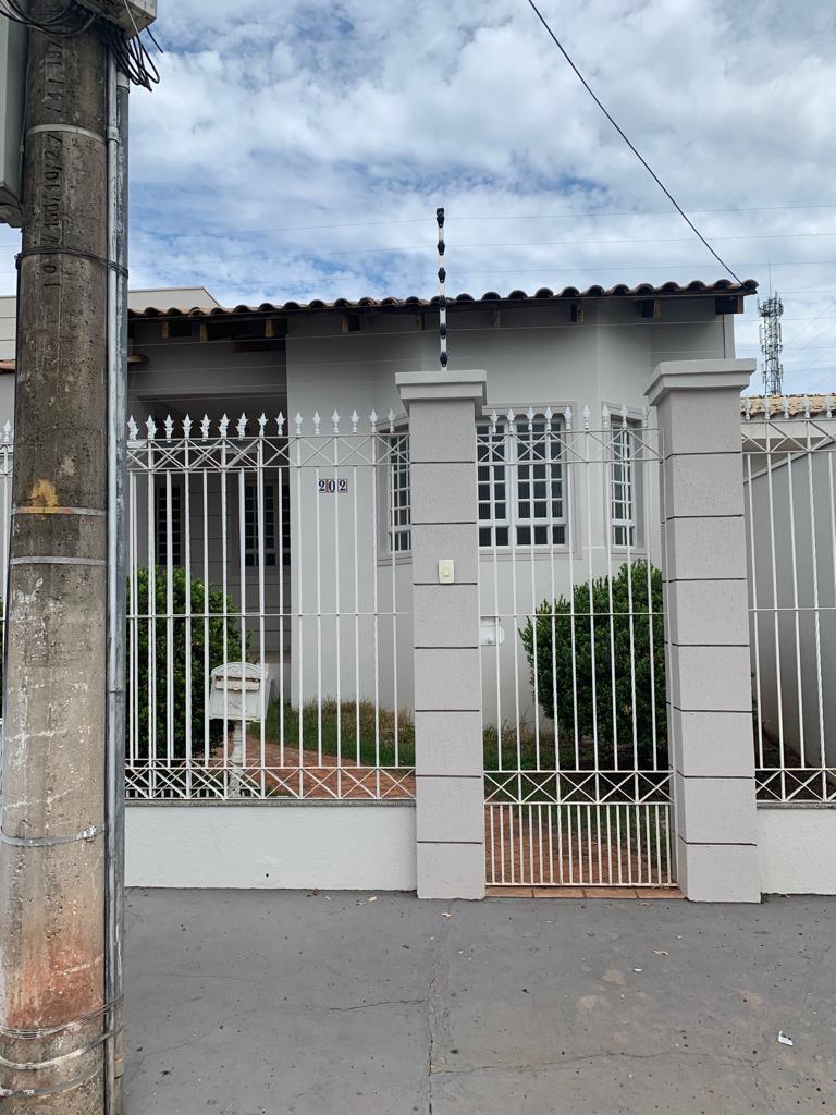 Casa à venda,  com 3 quartos sendo 1 suite no Shangrila em Cuiabá MT 101 12180