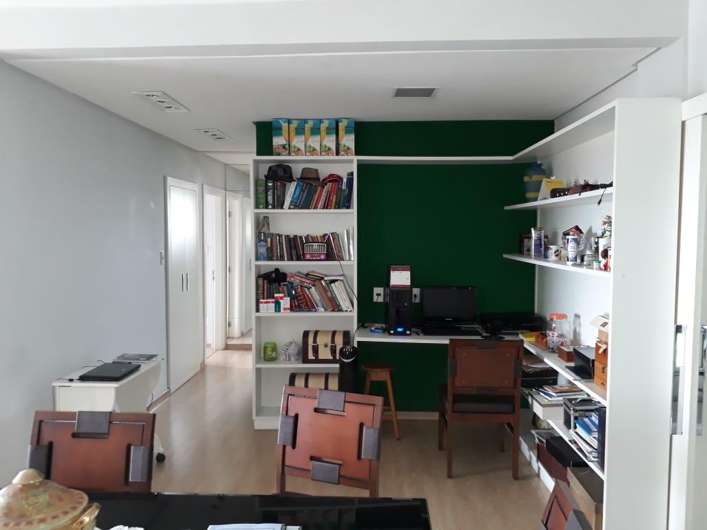 Apartamento  com 3 quartos sendo 1 Suíte no EDIFÍCIO NICOLINA, Cuiabá  - MT