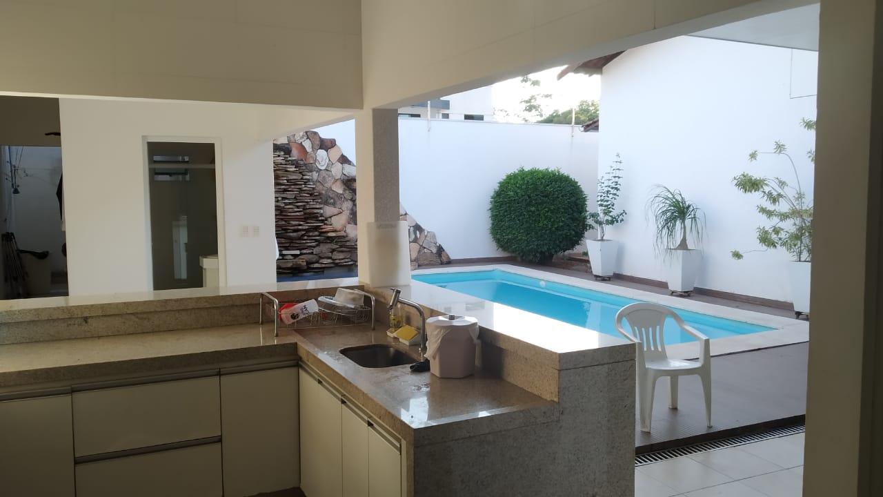 Casa  com 3 quartos sendo 2 Suítes no Jardim Califórnia, Cuiabá  - MT