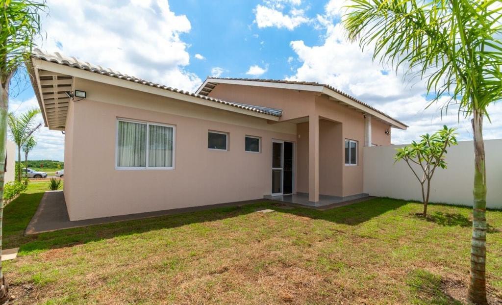 Casa Cond. Fechado à venda,  com 3 quartos sendo 1 suite no Chapéu do Sol em Várzea Grande MT 101 12517