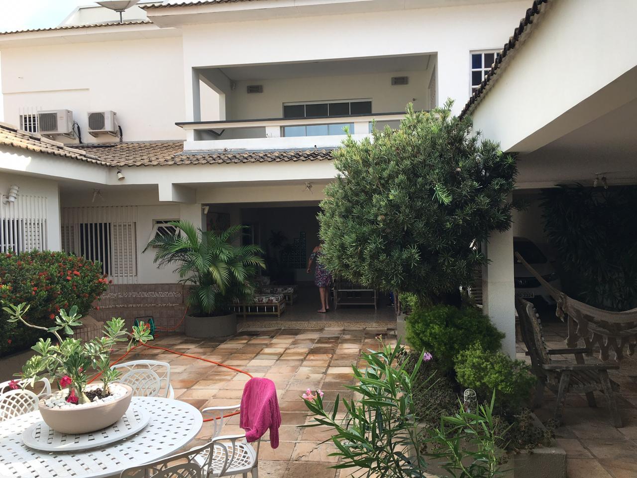 Casa à venda,  com 6 quartos sendo 5 suites no JD. DAS AMERICAS em Cuiabá MT 101 12567