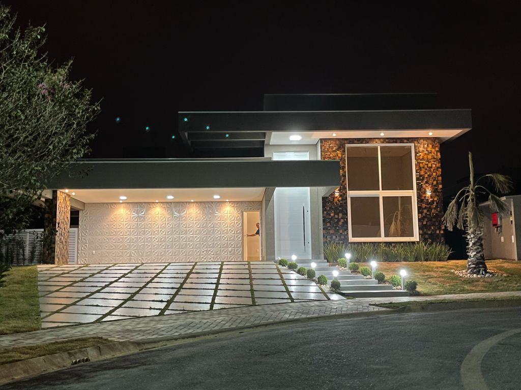 Casa Cond. Fechado  com 4 quartos sendo 4 Suítes no Condomínio Florais Itália, Cuiabá  - MT