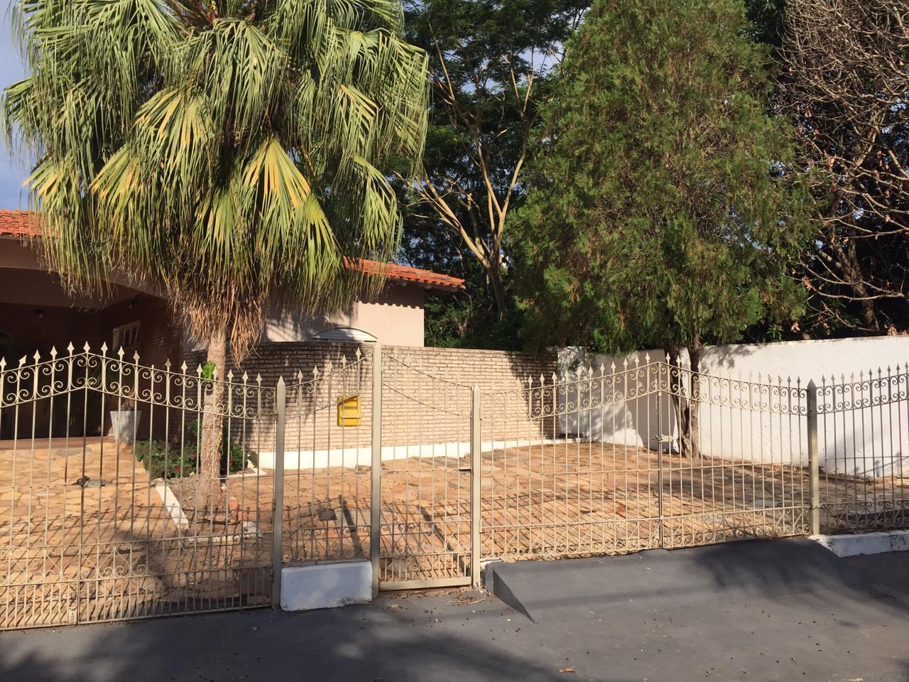 Casa à venda,  com 4 quartos sendo 3 suites no LINDA CASA NO JARDIM CALIFORNIA em Cuiabá MT 101 12644