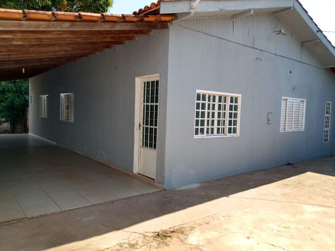 Casa para aluguel,  com 4 quartos sendo 1 suite no Parque do Lago em Várzea Grande MT 101 13102