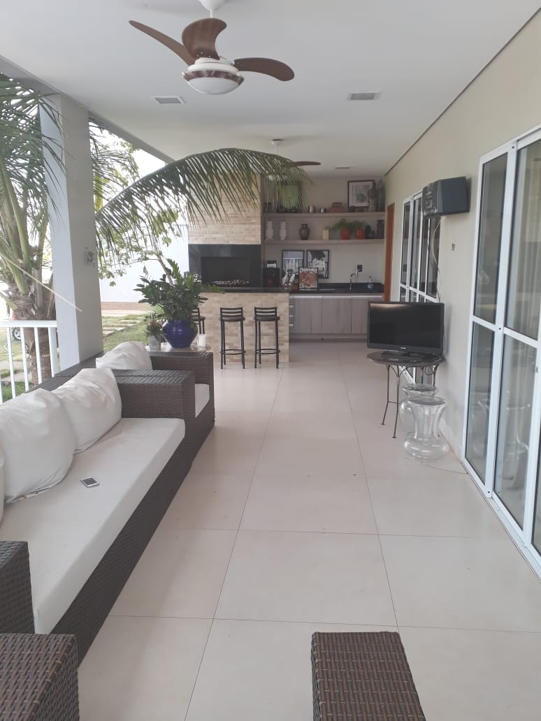 Sobrado  com 4 quartos sendo 4 Suítes no Condomínio Residencial Florais dos Lagos, Cuiabá  - MT