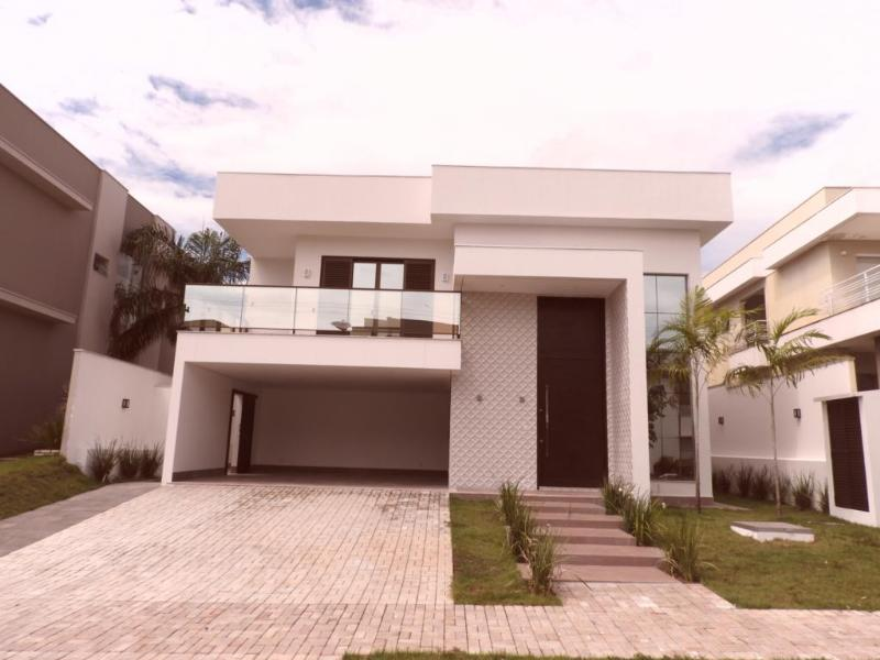 Casa Cond. Fechado  com 4 quartos sendo 4 Suítes no -, Cuiabá  - MT