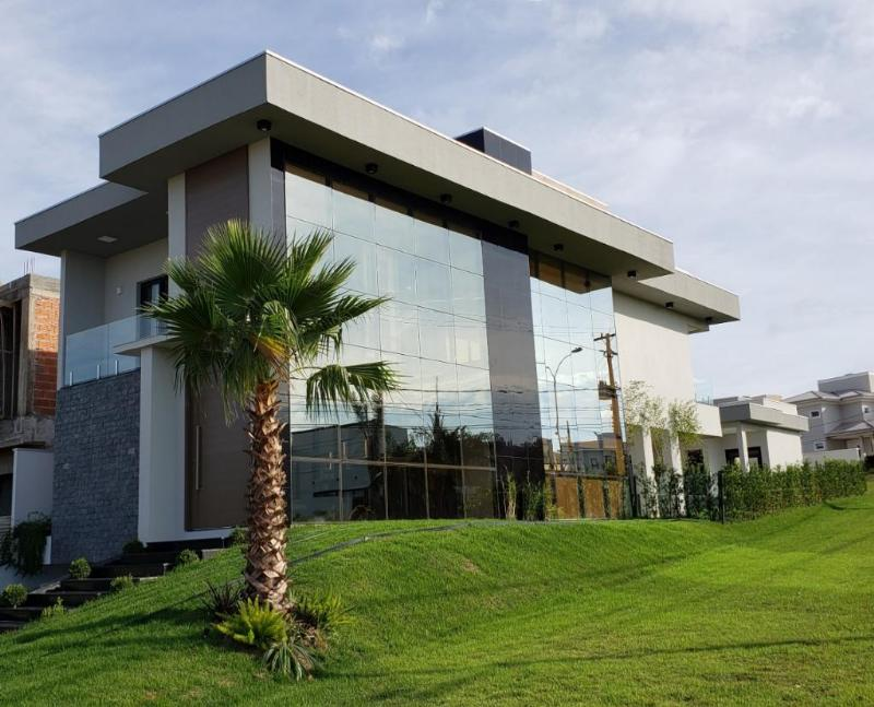 Casa Cond. Fechado  com 5 quartos sendo 5 Suítes no Jardim Imperial, Cuiabá  - MT