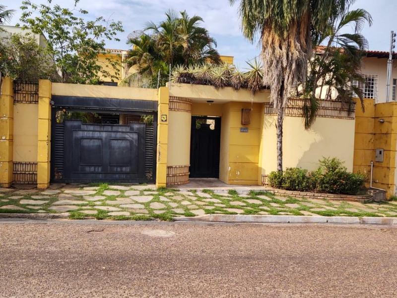 Sobrado  com 3 quartos sendo 2 Suítes no Shangri - La, Cuiabá  - MT
