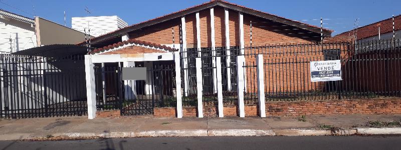 Casa  com 3 quartos sendo 1 Suíte no Jardim das Americas, Cuiabá  - MT