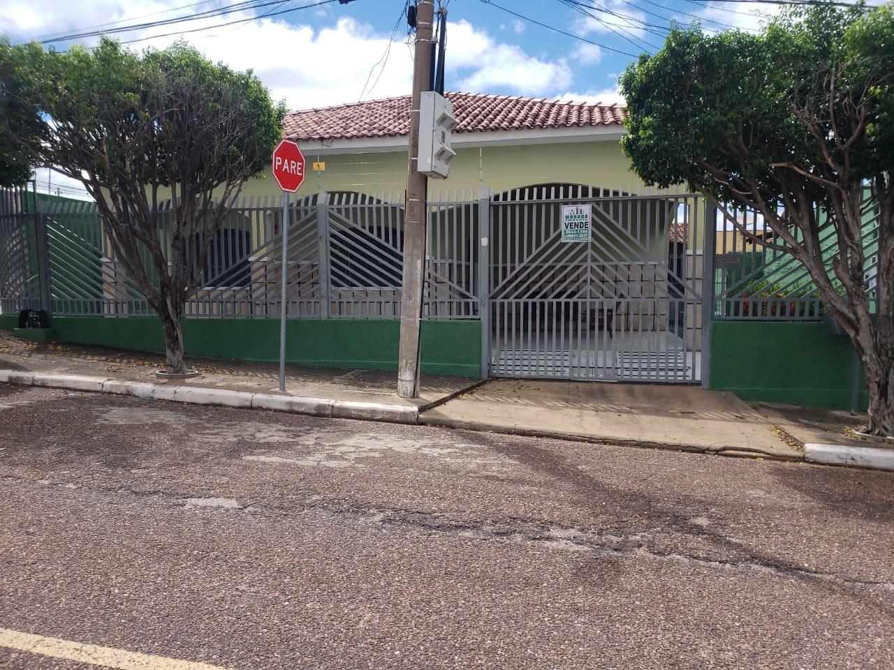 Casa  com 3 quartos sendo 1 Suíte no Cpa 1, Cuiabá  - MT