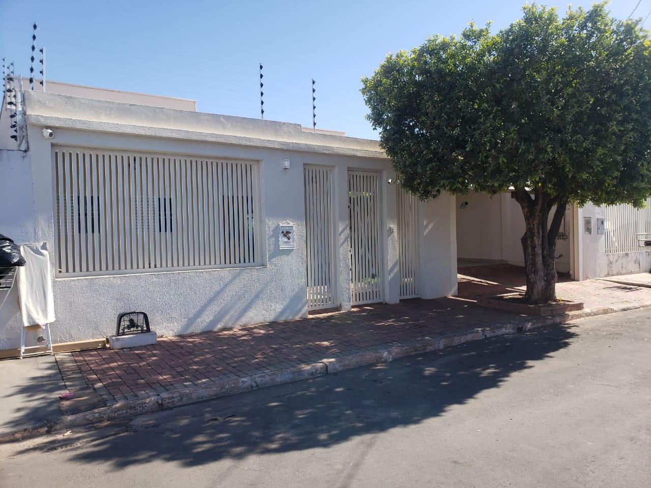Casa  com 3 quartos sendo 2 Suítes no CPA 2, Cuiabá  - MT
