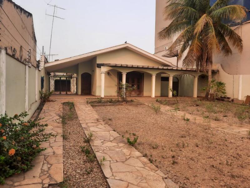 Casa  com 4 quartos no Centro, RondonÓpolis  - MT