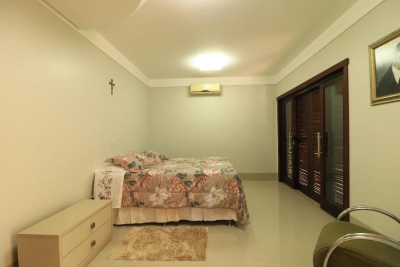 Casa  com 4 quartos sendo 1 Suíte no Jardim Maringa, Sinop  - MT