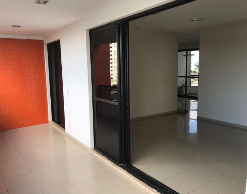 Apartamento  com 4 quartos sendo 3 Suítes no Jardim das Américas, Cuiabá  - MT
