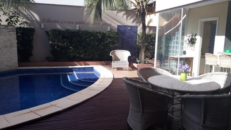 Casa Cond. Fechado  com 4 quartos sendo 4 Suítes no Ribeirao do Lipa, Cuiabá  - MT