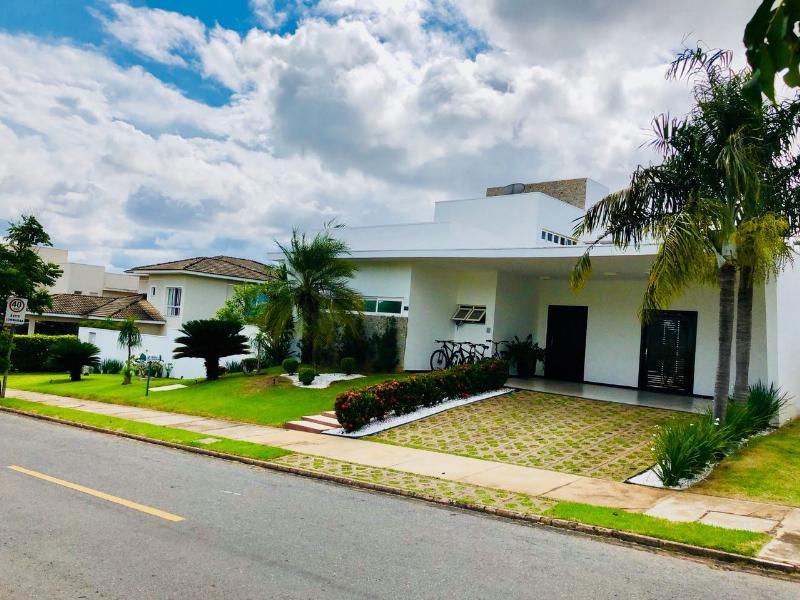 Casa Cond. Fechado  com 4 quartos sendo 3 Suítes no x, Cuiabá  - MT